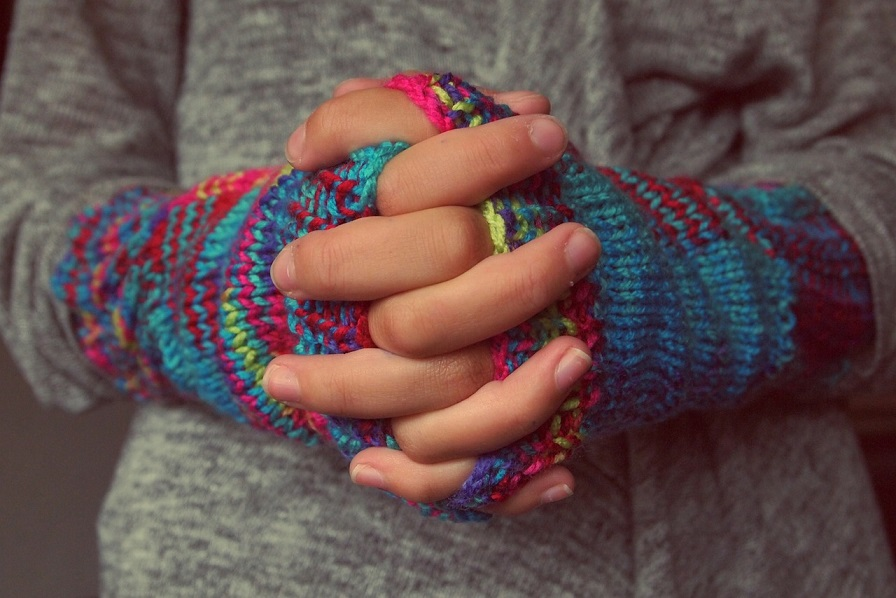 folded-hands-987629_1280